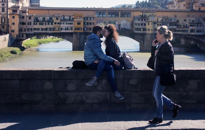 Couple-kissing-ponte-vecchio-copy-1024x651
