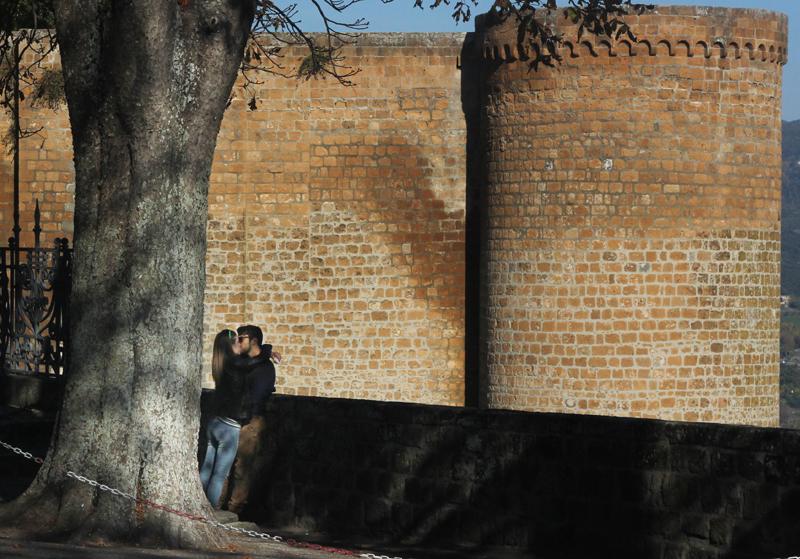 Couple_orvieto_castle-copy